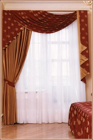 Ламбрикены как декор окна с дверью